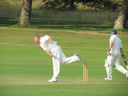 Scott Murdoch bowls tightly - 2 for 8 in 7 overs