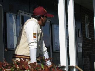 Vets' skipper Neeraj can't bear to look