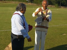 Rangam accepts the KCC plaque on behalf of the Bucharest teams